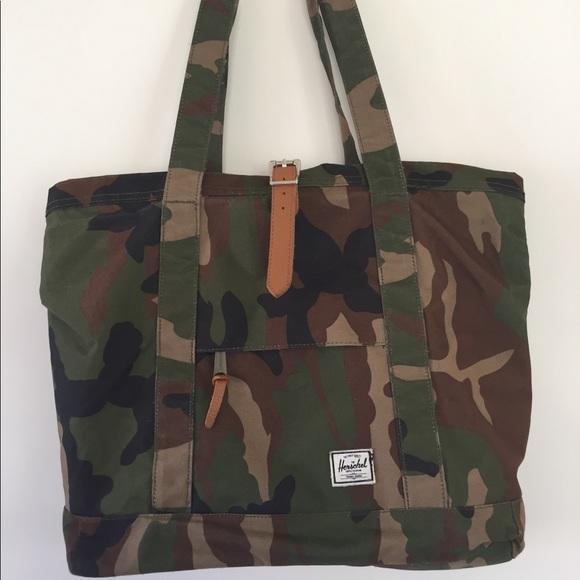 2d6ec8c3fd5f Handbags - Herschel Green Army Camo Purse Tote Bag